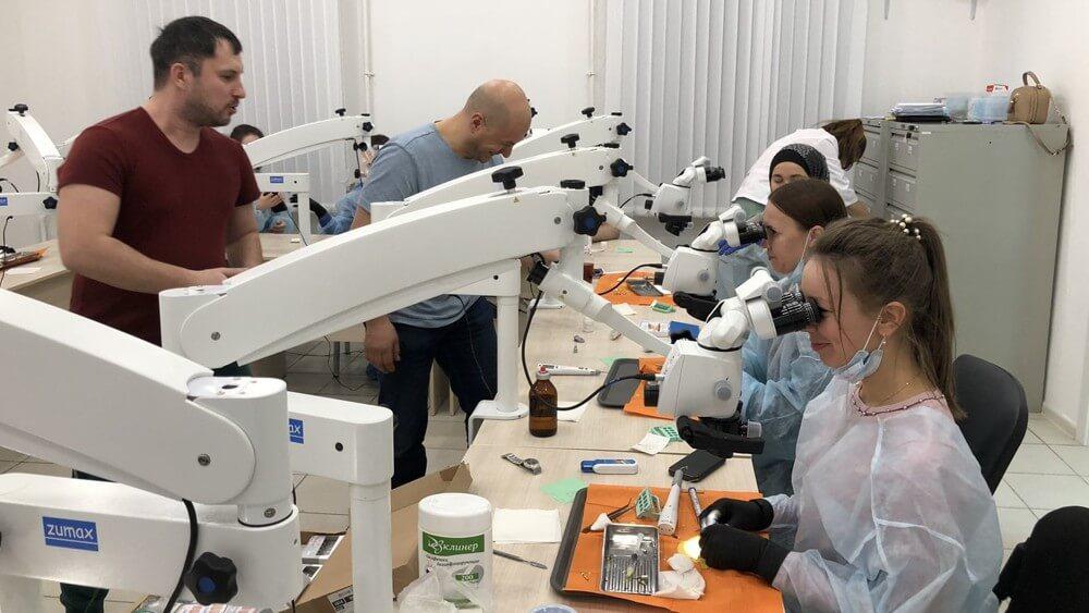 Стоматология Артес - курсы квалификации - микроскоп
